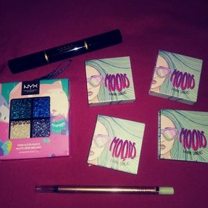 Eyeshadow bundle.